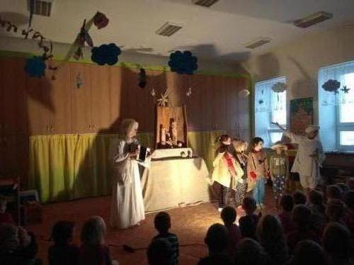 Divadlo Kufr - Co andělé zvěstovali
